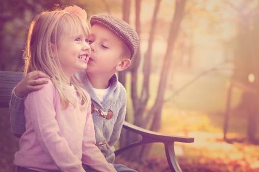 Cute Boy And Girl Kiss Wallpaper Freshwidewallpapers Com
