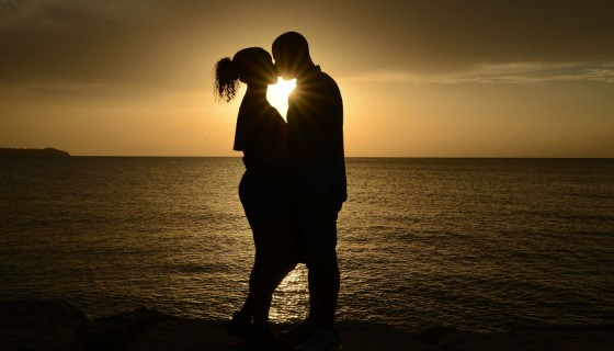 boy and girl romantic kiss sun…