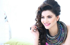 Urvashi Rautela hot and sexy t…