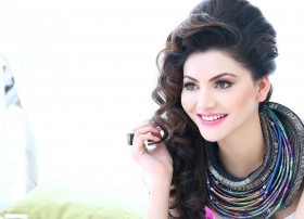Urvashi Rautela hot and sexy top Fashion Style Gir…