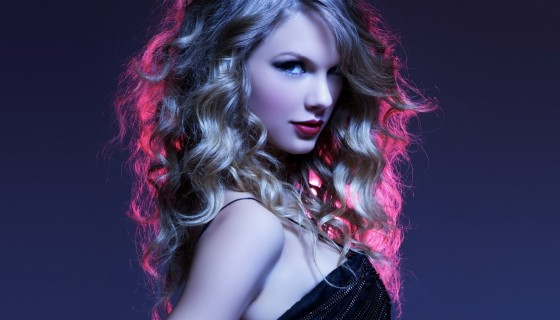Taylor Swift beautiful hairsty…