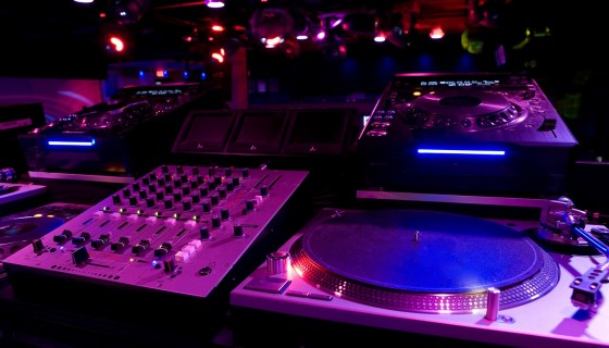 Colorful DJ Setup DJ Ligh…