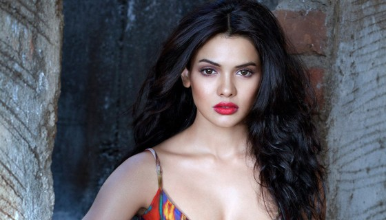 sara loren red lips hot w…