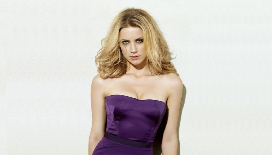 Amber Heard glamour in purple …