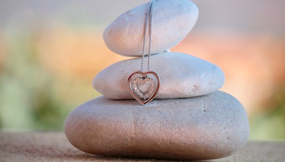 girl necklace heart stone…