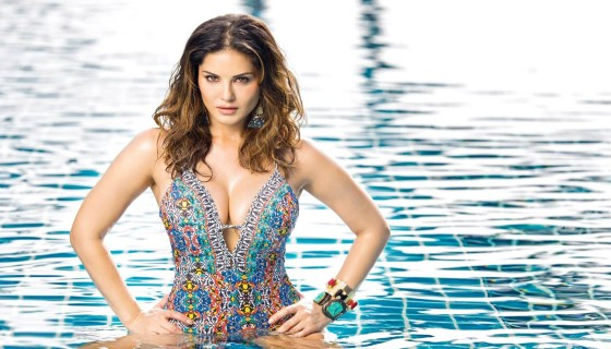 sunny leone in swimming pool