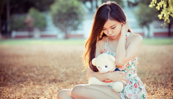 Asian teen girl with tedd…
