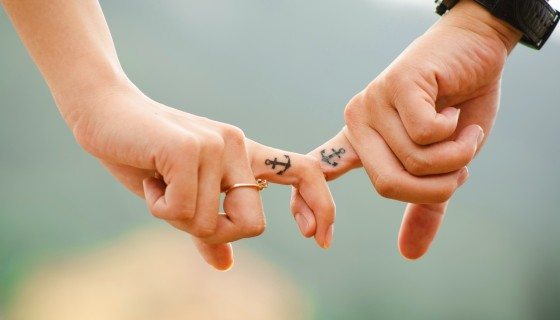 couple hand finger love romanc…