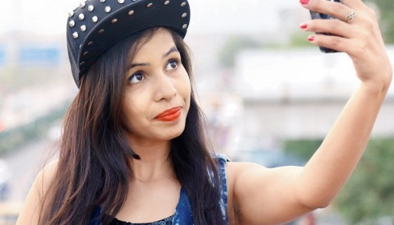 Dhinchak Pooja selfie photo sm…