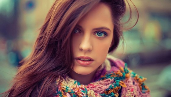 Stunned Beauty Blue Eyes Brown…