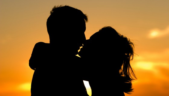 SUNSET couple KISS facebo…