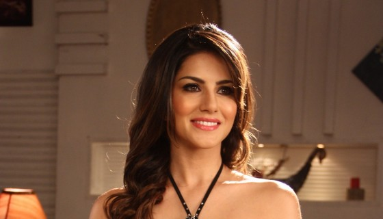 Sunny Leone beautiful smile bl…