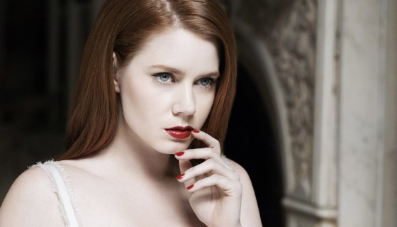 actress amy adams red lip…