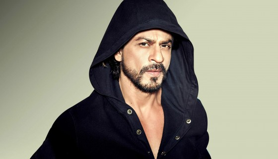 Shahrukh Khan wear black Jacke…