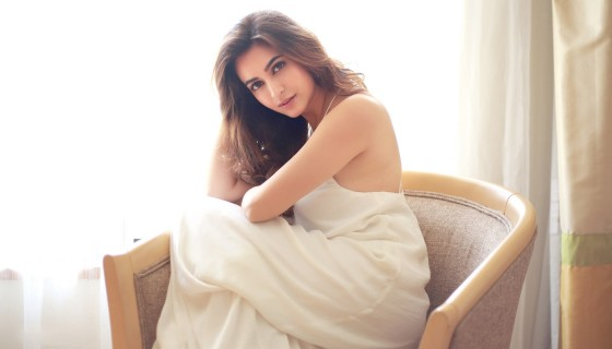 Kriti kharbanda in sexy white …