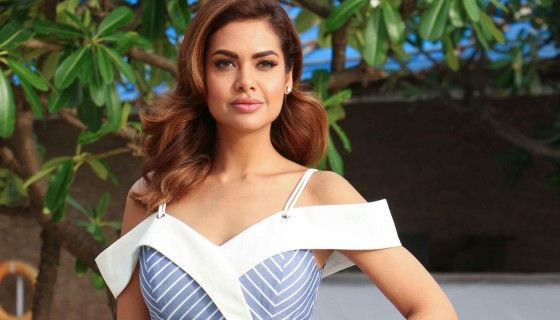 Esha Gupta bollywood Celebriti…